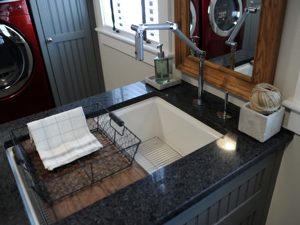 Decoration for inspiration: Sunk basin in scullery island.