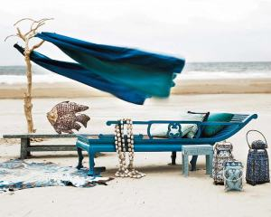 chinoiserie-inspired-chaise-lounge-turquoise-lanturns-each-scene-decorating-ideas