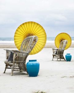 wicker-chair-yellow-umbrella-turquoise-jar-beach-image-decor-decorating-ideas